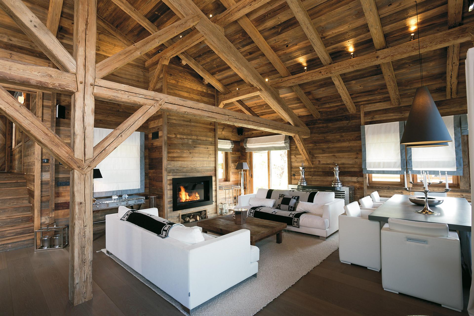 Tutta la maestria degli artigiani del legno per questo soggiorno